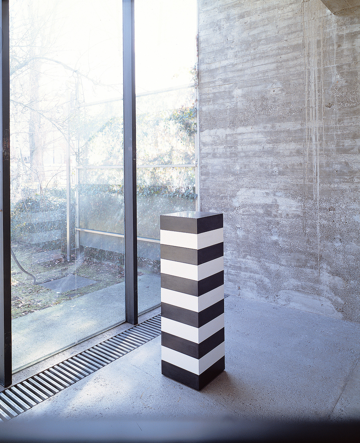SILVESTRIN Design: Chest of Drawers